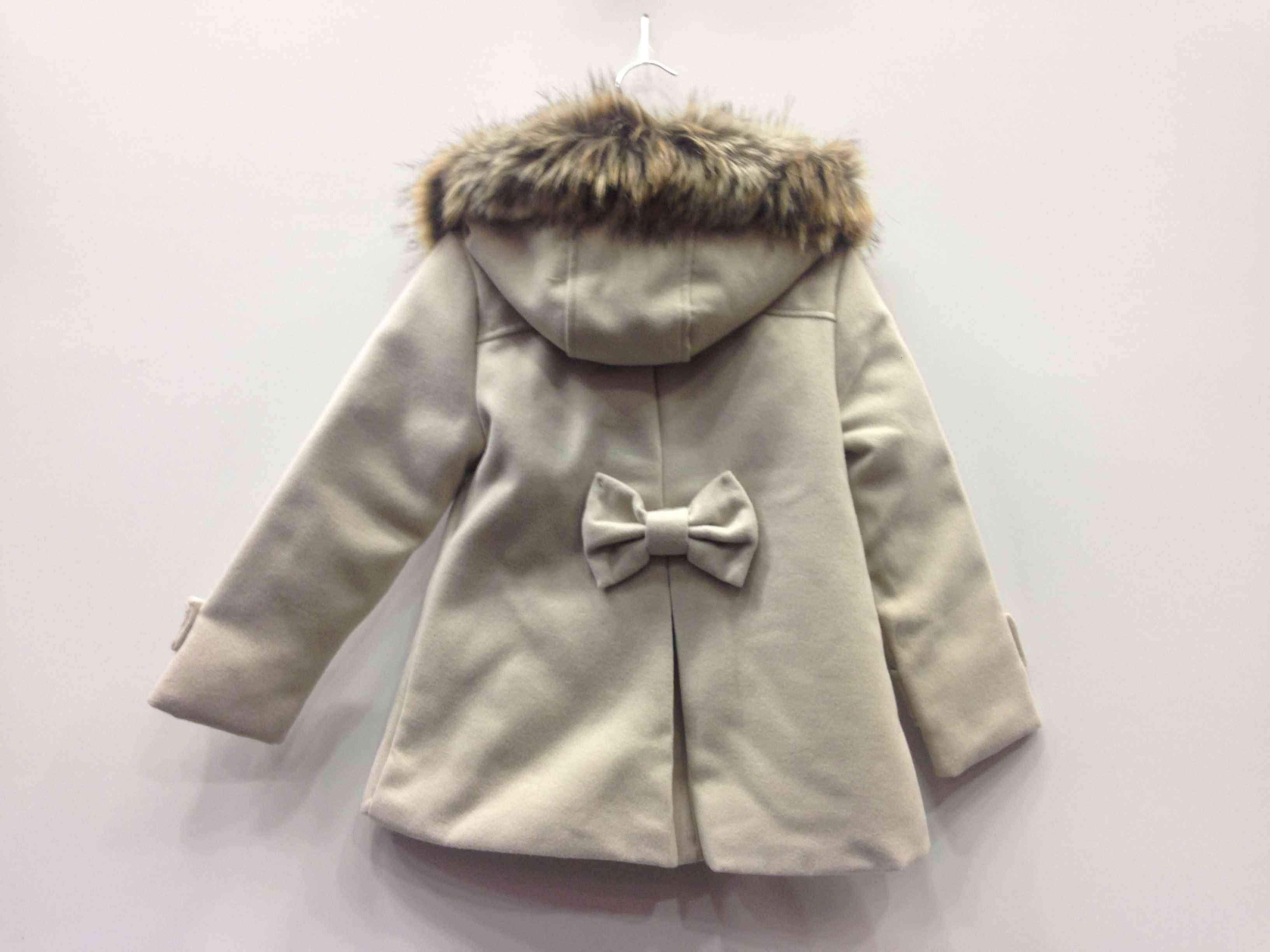 Παλτό με εσωτερική επένδυση γούνας και στην κουκούλα  438a5a6d61a